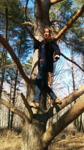 Наташа на дереве